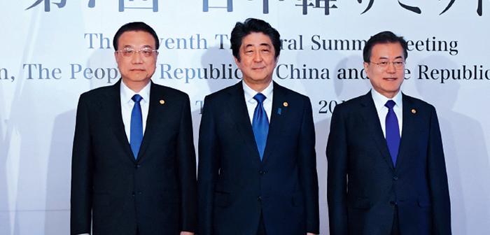 封面:李克强出席第七次中日韩领导人会议