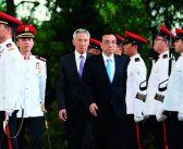 封二:习近平访问三国并出席APEC领导人非正式会议   李克强访问新加坡并出席东亚合作领导人系列会议