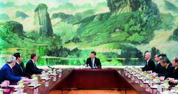 封面:习近平会见美国贸易代表莱特希泽和财政部长姆努钦