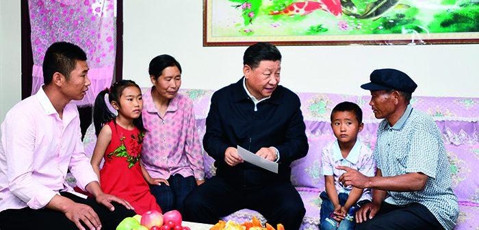 封二:习近平看望甘肃省黄花滩生态移民区群众 | 李克强在黑龙江考察