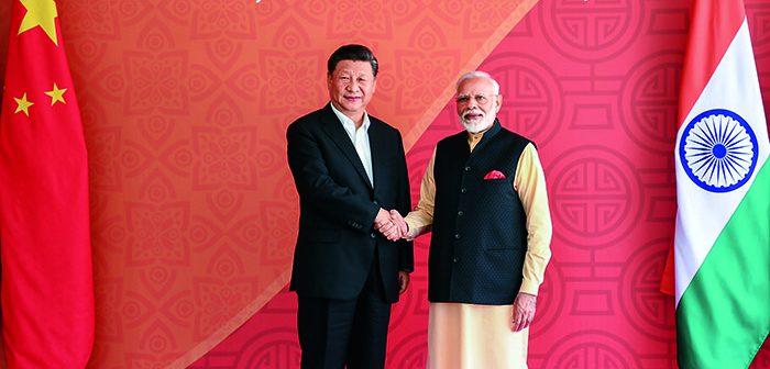封二:习近平赴印度出席中印领导人第二次非正式会晤并对尼泊尔进行国事访问(新华社发/鞠鹏、高洁摄)