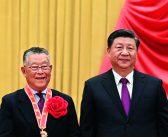 封面:习近平为全国脱贫攻坚楷模荣誉称号获得者颁奖